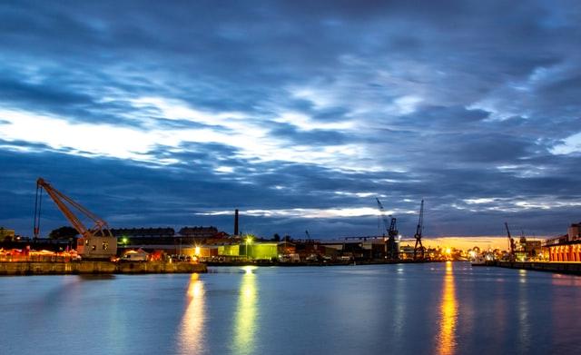 Hafen mit dem Fahrrad in Lübeck erkunden